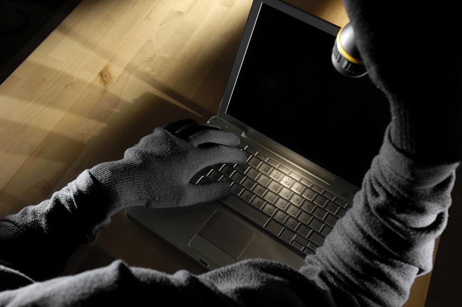 Ужгородська поліція викрила неповнолітнього крадія грошей і ноутбуків
