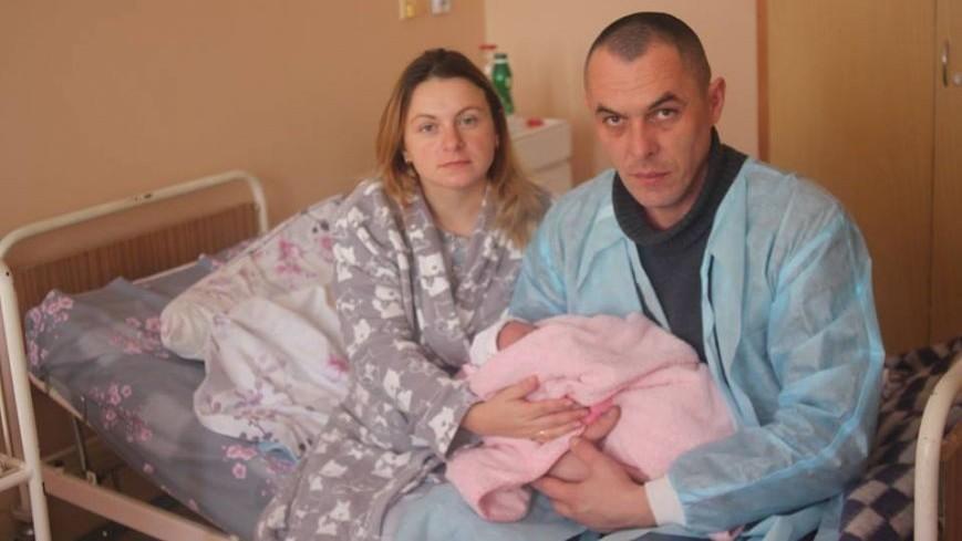 """Батьки першої народженої у 2017 році в Ужгороді дівчинки поділились своїми емоціями від новорічного """"подарунку"""""""