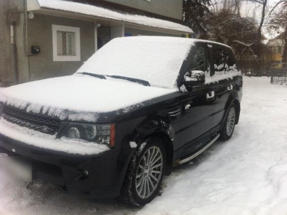 """На Тячівщині ще одна ДТП: автомобіль """"Range Rover"""" наїхав на жінку"""