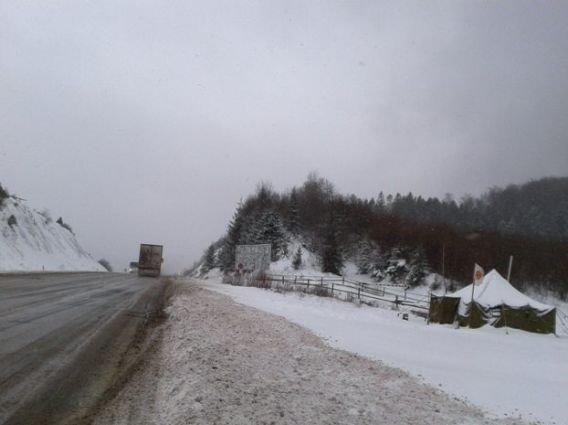 Через погодні умови рух вантажівок через Абранський перевал призупинений
