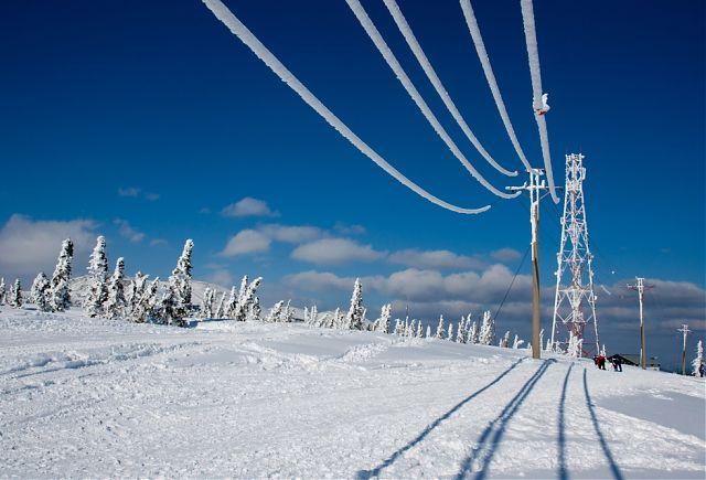 Через сильні снігопади на Закарпатті 25 населених пунктів краю залишаються без світла