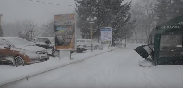 Вулиці Іршави замело снігом