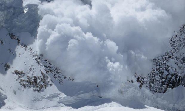 На Закарпатті внаслідок снігопаду відбулось сходження снігових лавин