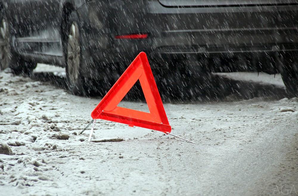 Через сильний снігопад на дорогах Закарпаття почастішали ДТП