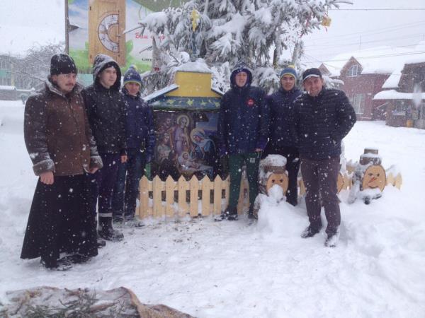 Поруч з головною ялинкою Тереблі встановили Різдвяний вертеп
