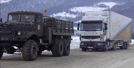 Рух вантажівок через перевал відновлено