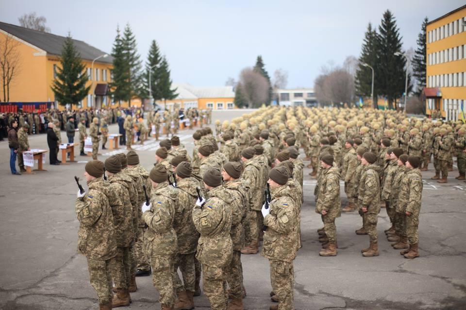 Осіб, які закінчили військові кафедри університетів, але не служили в армії, призвуть до лав ЗСУ