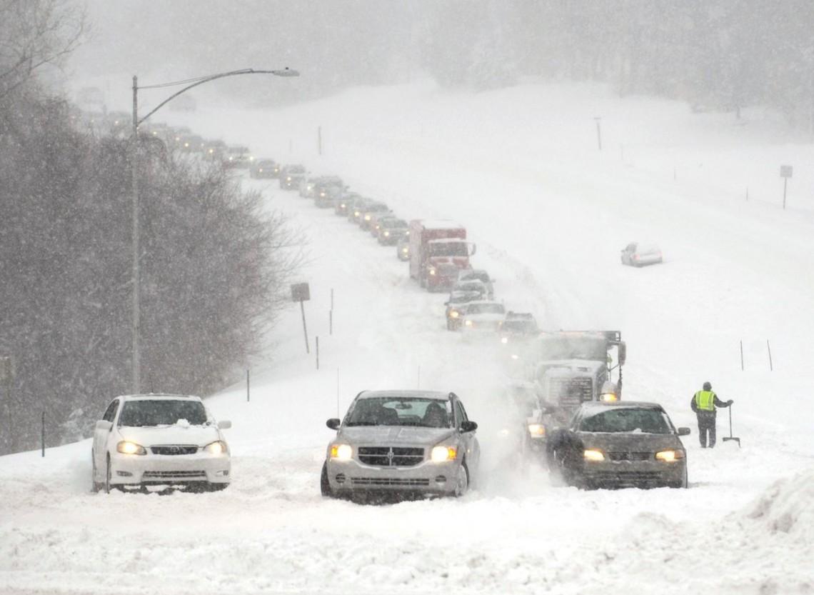 Москаль просить автомобілістів у лютий мороз допомагати колегам і підвозити пішоходів між населеними пунктами