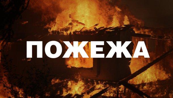 На Хустщині на відкритій автостоянці вантажівок сталась пожежа: охоронець отримав опіки