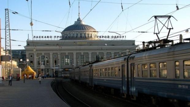 """""""Укрзалізниця"""" перевірить потяг """"Одеса-Ужгород"""" із засніженими вагонами"""