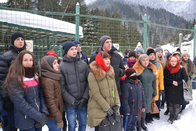 Учні з прифронтової зони побували на екскурсії у Реабілітаційному центрі бурих ведмедів