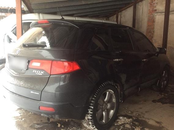 Елітний джип викрали у Мукачеві із платної автостоянки: всі подробиці погоні та затримання іномарки
