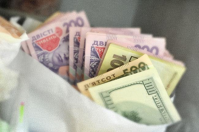 Дівчина вкрала 20 тисяч гривень