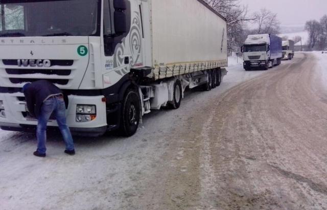 """Проїзд вантажівок по трасі """"Мукачево – Рогатин"""" відновлено"""