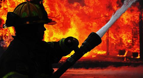 На Міжгірщині вогнеборці загасили пожежу у надвірній споруді