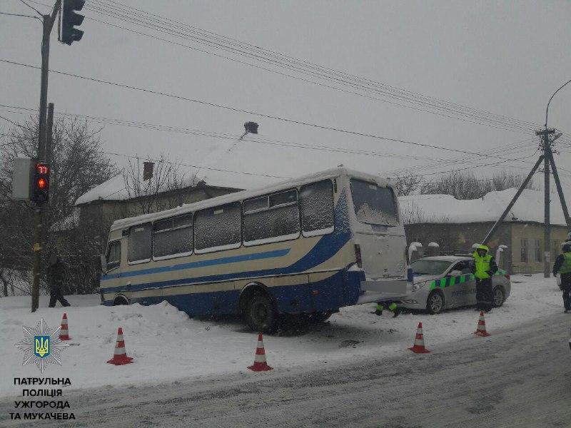 Нові деталі ДТП у Ракошині: у салоні пасажирського автобуса перебували двоє осіб