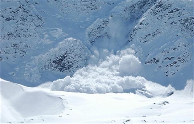У Рахівському районі зійшла снігова лавина