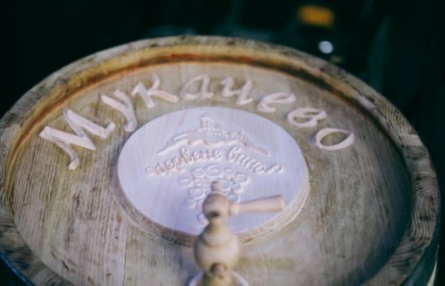 """Фестиваль """"Червене вино-2017"""" у Мукачеві продовжили ще на два дні"""