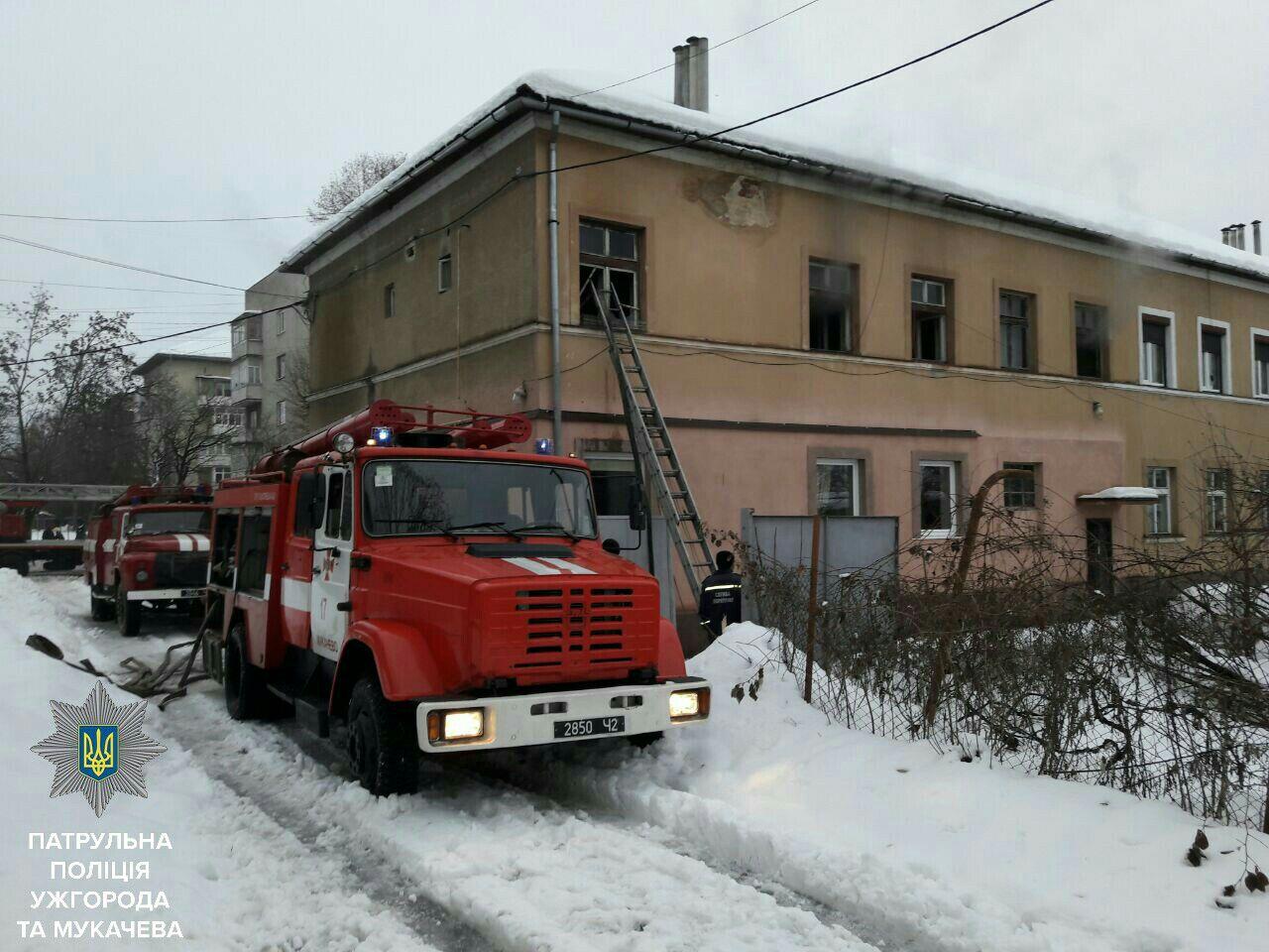 На вулиці Окружній у Мукачеві горіла квартира