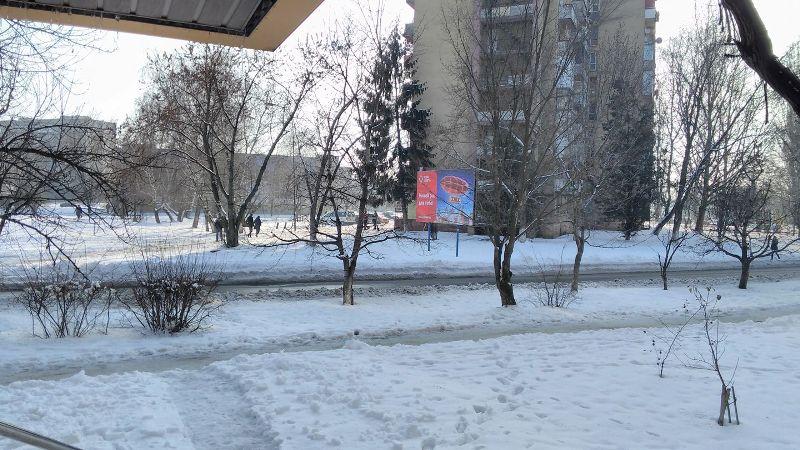 Біля багатоповерхівки в Ужгороді виявили тіло жінки. Не виключено, що це самогубство, – ЗМІ