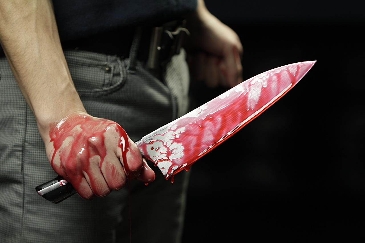 У Свалявському районі розгніваний чоловік смертельно встромив ножа жінці в груди
