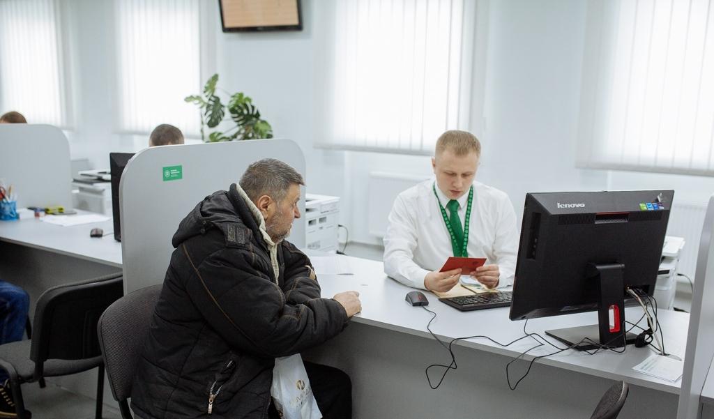 В Ужгороді реєструватимуть авто та отримуватимуть водійські посвідчення по-новому