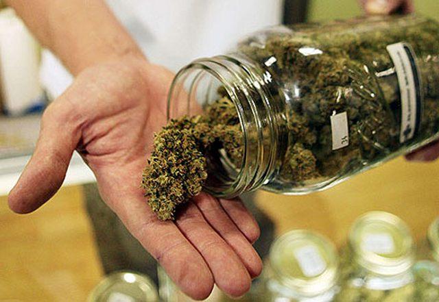 У мукачівця, який курив у громадському місці, правоохоронці виявили марихуану
