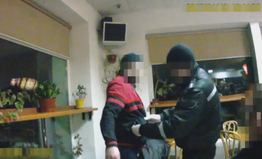 Патрульні Мукачева затримали наркомана-втікача