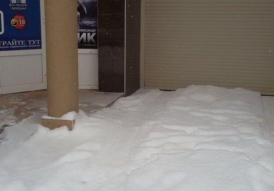 У Мукачеві за неприбраний сніг оштрафували 9 підприємців