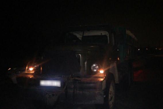 У Сваляві поліція зупинила авто з дровами сумнівного походження