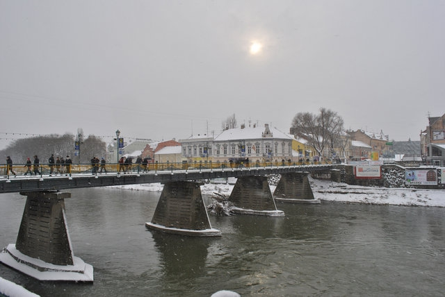 Жителі Ужгорода розповіли, як на їхню думку треба повернути Донбас