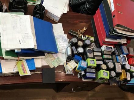 СБУ викрила закарпатських перевізників із купою підроблених документів та печаток