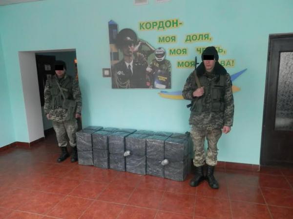 На Рахівщині прикордонники виявили майже 4 тисячі пачок контрабандного тютюну