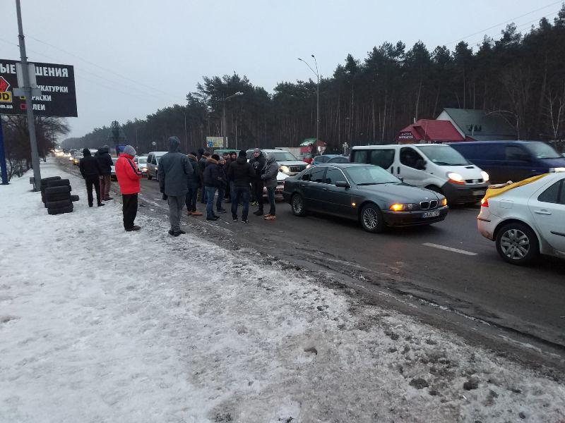 На в'їздах до Києва протести, палають шини: активісти вимагають прийняти закон про тимчасове ввезення авто з-за кордону
