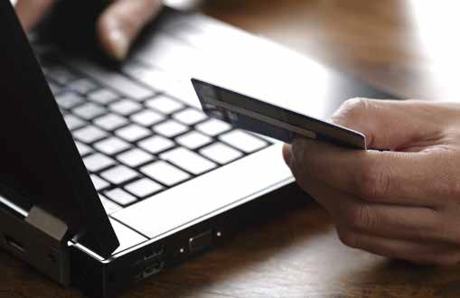 """Житель Мукачівського району """"розводив"""" людей на гроші, продаючи товари в Інтернеті"""