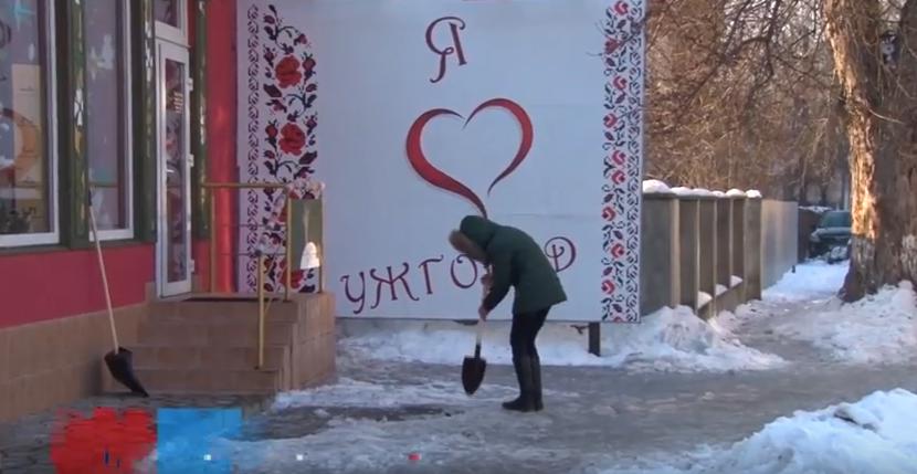 Ужгородські підприємці колють лід, щоб не платити штрафи