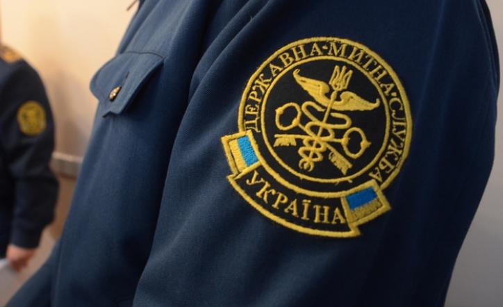 Прокуратура оголосила підозру головному інспектору відділу митного оформлення посту «Лужанка»