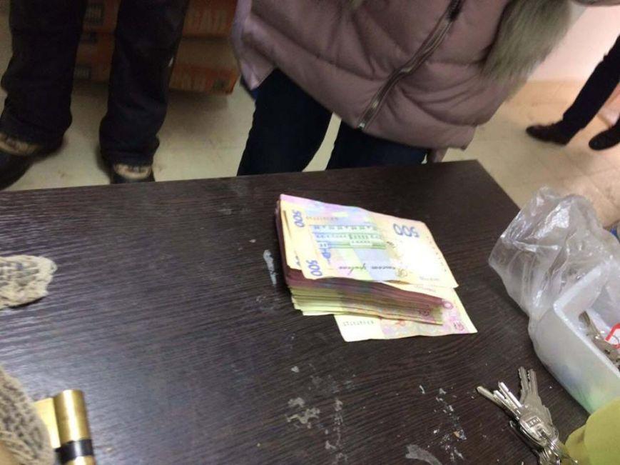 Прокуратура оприлюднила фото з обшуків в Ужгородській міській раді