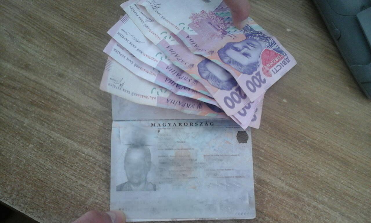 Жінка, якій заборонено в'їзд в Україну, намагалась підкупити прикордонника і таким чином потрапити у країну