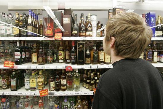 """Чоловік поцупив із магазину понад 20 пляшок алкоголю та """"закуску"""""""