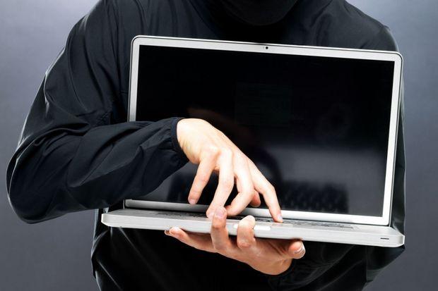 В Ужгороді син вкрав у свого батька ноутбук