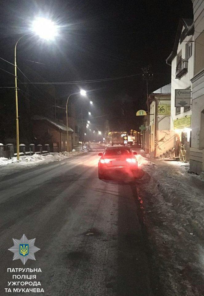 В Ужгороді нетверезий водій без посвідчення тікав від патрульних