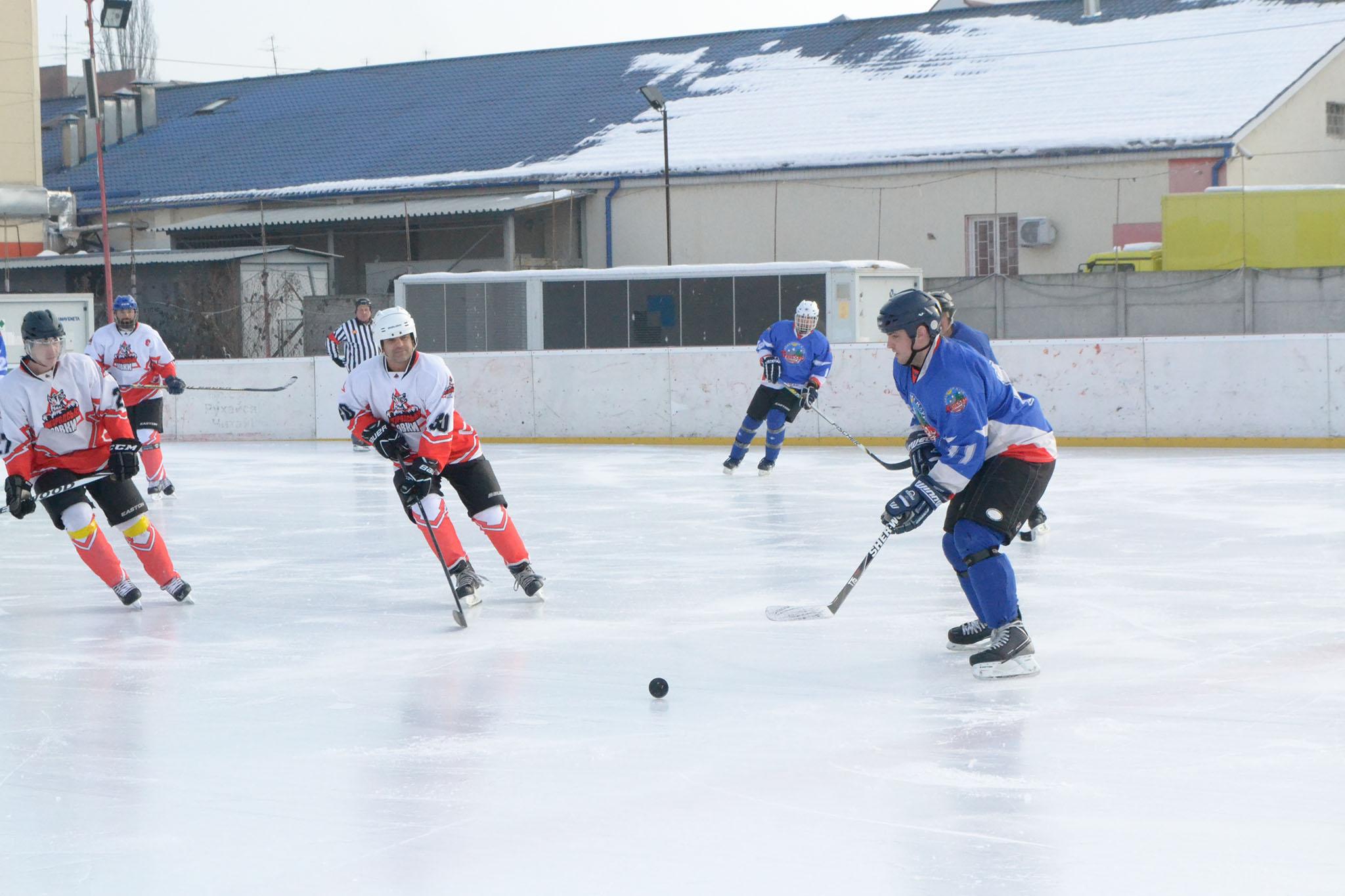 В Ужгороді відбулись чергові матчі чемпіонату Закарпаття з хокею