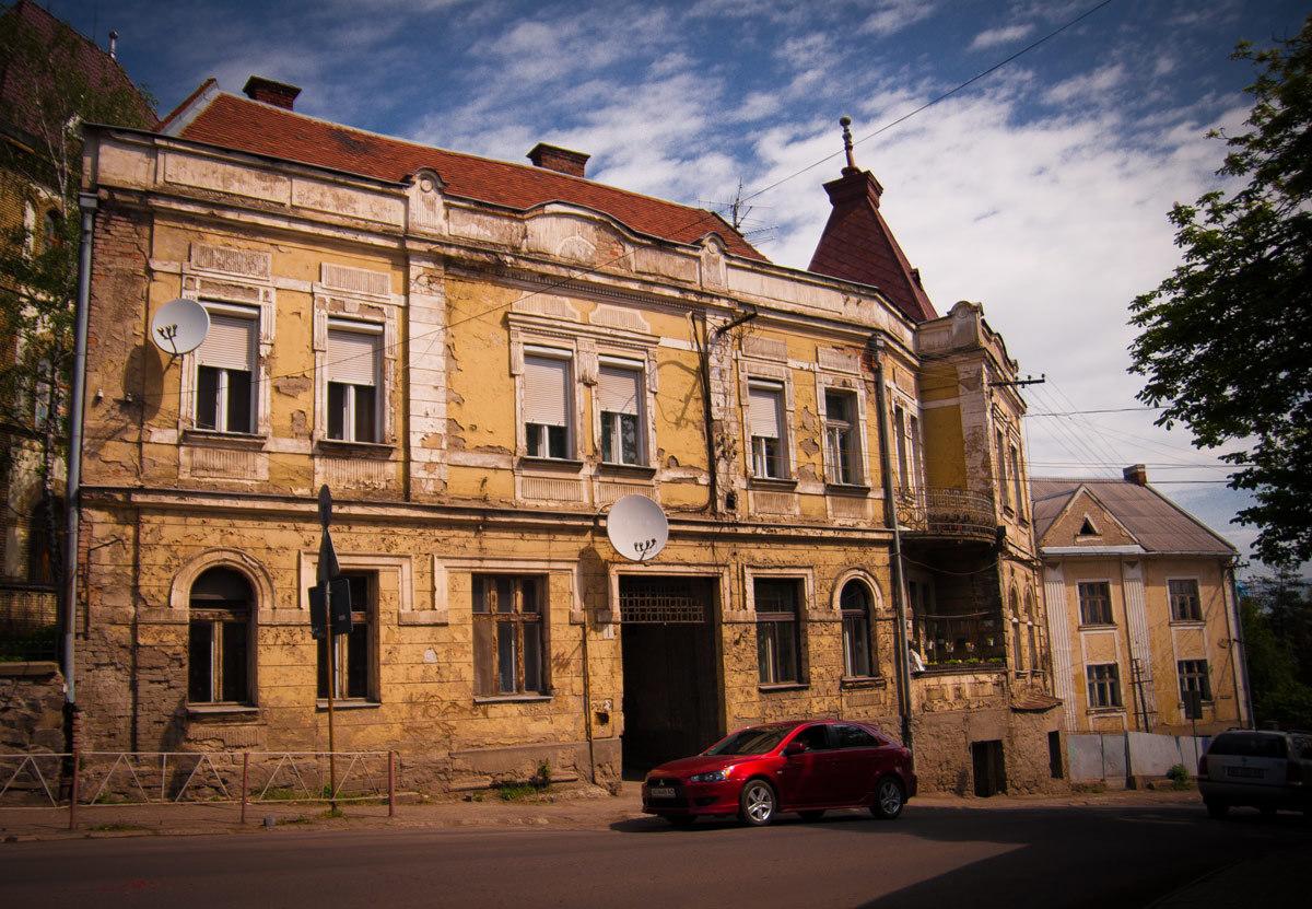 Архітектурні проблеми Ужгорода: фахівець каже про спаплюження історичного обличчя міста