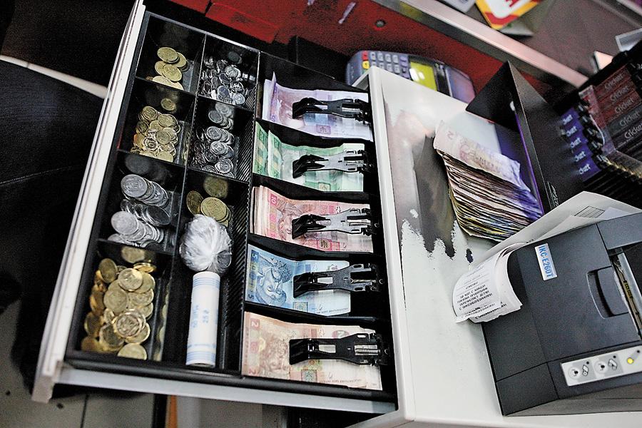 На Свалявщині продавець магазину викрала з каси 3 тисячі гривень