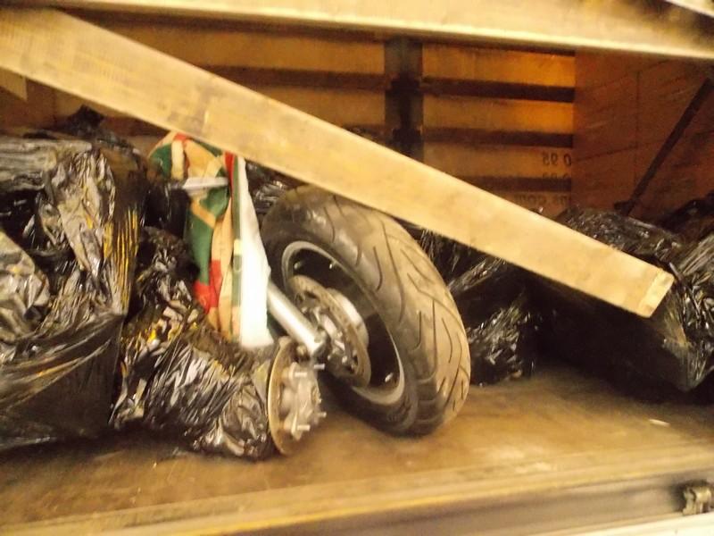 Чопські митники виявили у коврах три розібрані мотоцикли