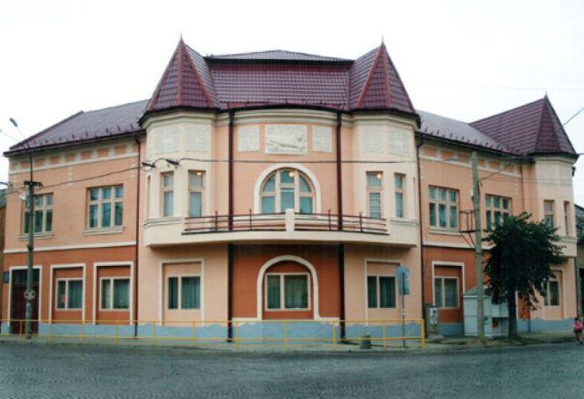 У Мукачеві майже вдвічі здорожчало навчання дітей в музичних школах міста
