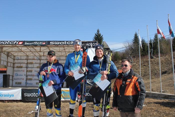 """Закарпатці здобули """"золото"""" і """"бронзу"""" міжнародного турніру з гірськолижного спорту в Гімалаях"""
