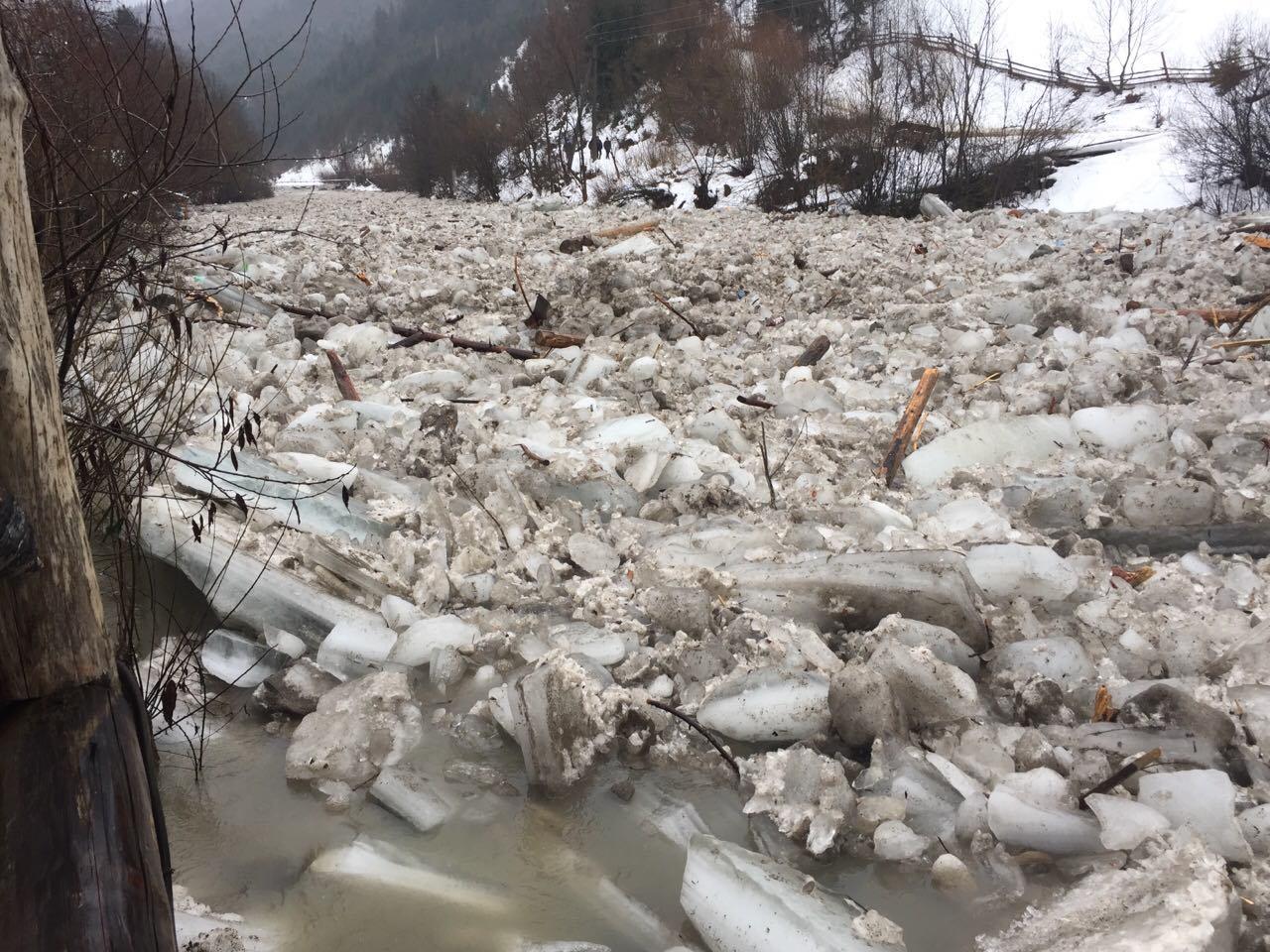 Піротехніки готуються підривати на річках Закарпаття льодові затори, щоб звільнити русла і уникнути підтоплень житла