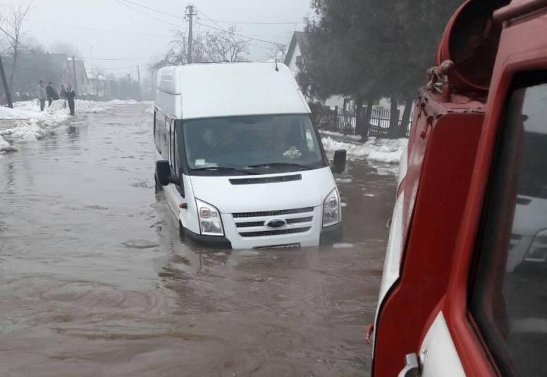 Велика вода на Закарпатті: зруйновані будинки, затоплені дворогосподарства